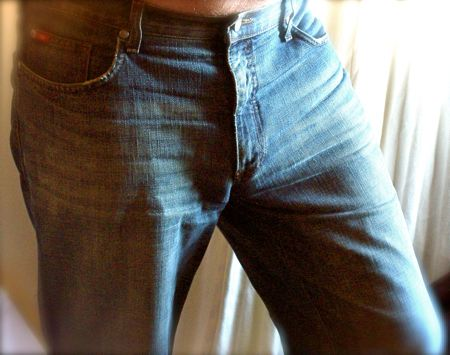 Kvetch demonstrating that the Curve chastity cage is hardly visible in his jeans